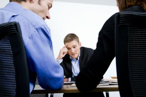 Den svære samtale med chefen – skal jeg tage den eller bare sige op?
